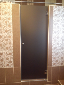 стеклянная дверь в ванную комнату фото