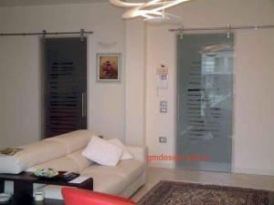 Стеклянные двери межкомнатные - бесцветное стекло с пескоструйным рисунком